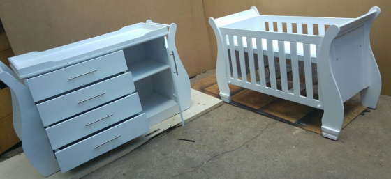 Beautiful baby cot and compactum