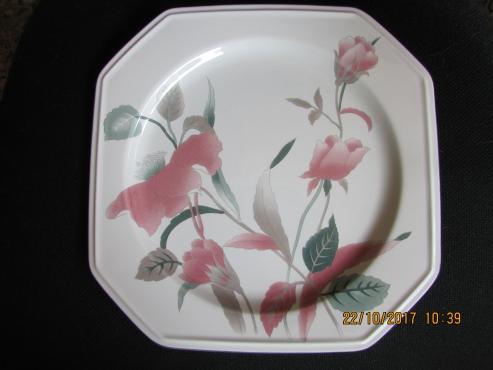 Mikasa Silk Flower Chop Plates 8