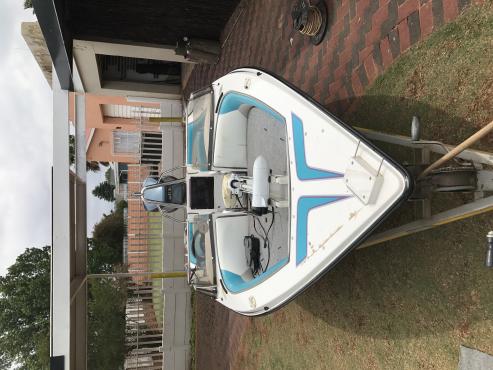Miami sport boat.115 Yamaha v4