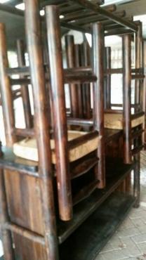 MOOI BAR MET 3 STOELE