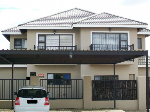 Modern 3 bedroom townhouse for sale in Lilyvale, Bloemfontein