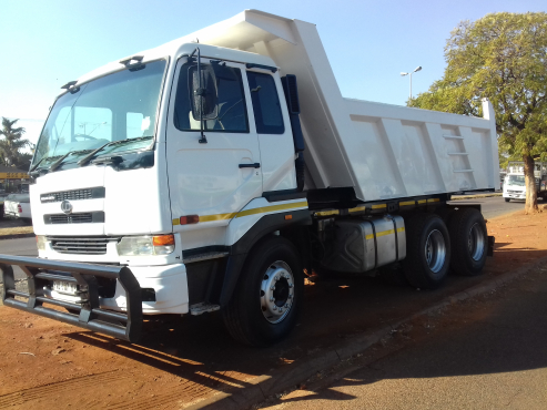 Nissan UD 440 Cubic Tipper Tyres Neat