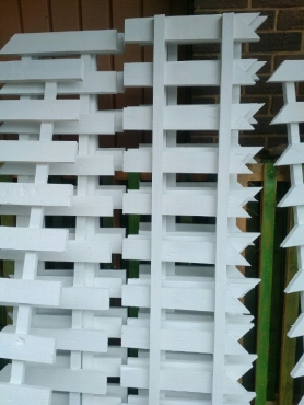 New white or green picket fencing for sale