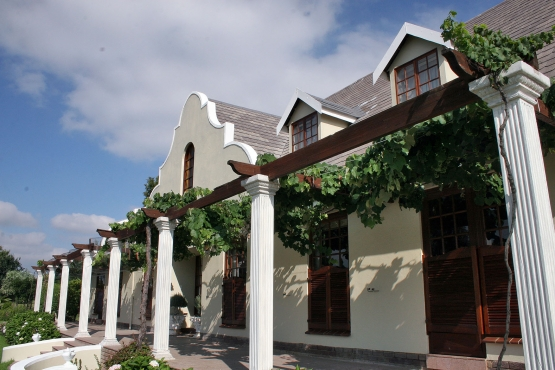 Your own large bedroom in upmarket commune in North Riding, Randburg