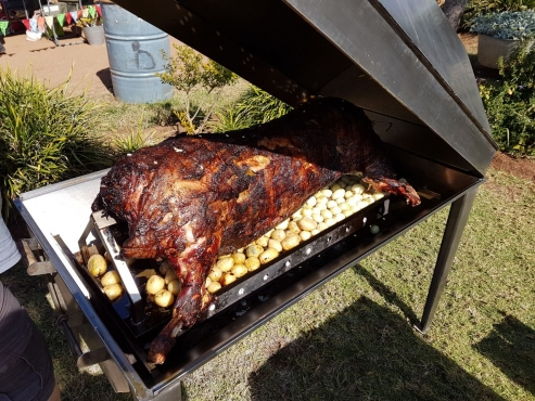 Spit braai hire - Charcoal. Braai master available