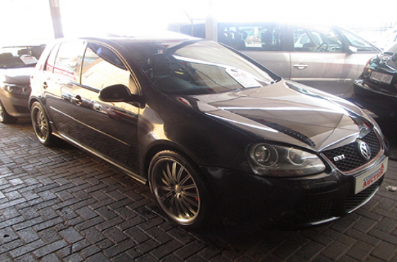 VW GOLF 5 GTI ON AUCTION