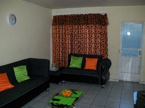 2 Bedroom Flat for Sale in Navalsig, Bloemfontein
