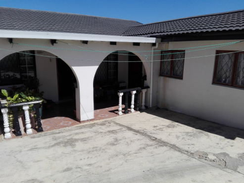 3 Bedroom Freestanding House In Terrance Park Verulam For Sale.