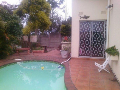 Lovely 3 b/r townhouse with pvt pool + LUG in small, pet-friendly complex. Avail 01 Nov
