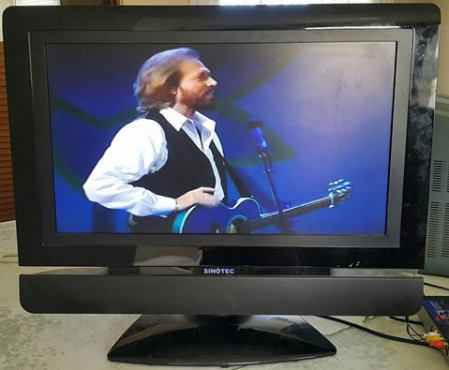 32'' Sinotec flat screen with remote