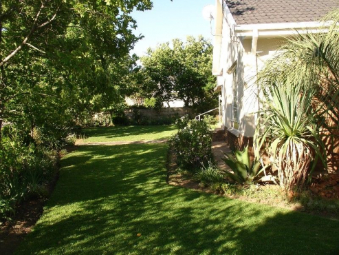 Reduced rent!  Spacious 3-bedroom North facing house. Available: immediately