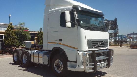 2014 VOLVO FH440 TRUCK-TRACTOR