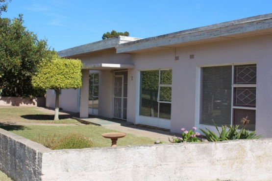 Grab this offer, close to schools, 3 Bedroom House in Vredenburg