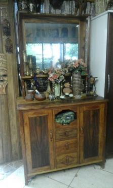 Antique Mahogany Dresser/Buffet in good condition