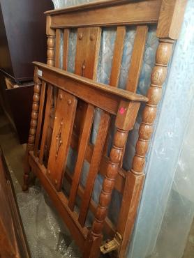 Antique bed + mattre