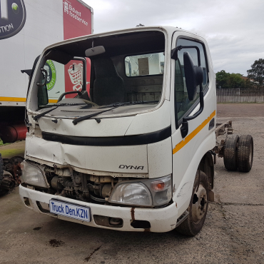 2010 DYNA 4-093 TRUCK - Breaking for spares only.