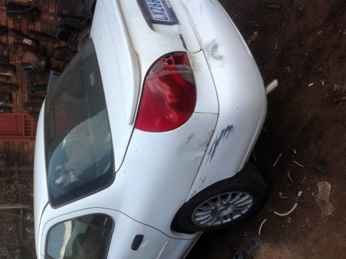 Stripping Ford Mondeo 2000 for Spares