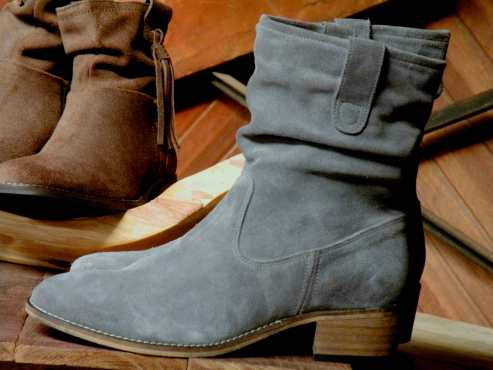 Stunning genuine suede leather cowgirl style boots