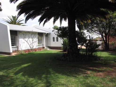 Newly Renovated Family home - Grab it now !! Price reduced by R200,000.00 - Buy of a lifetime