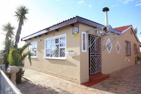3 Bedroom Family Home + Granny Flat + Pool - Ruyterwacht: R1 375 000