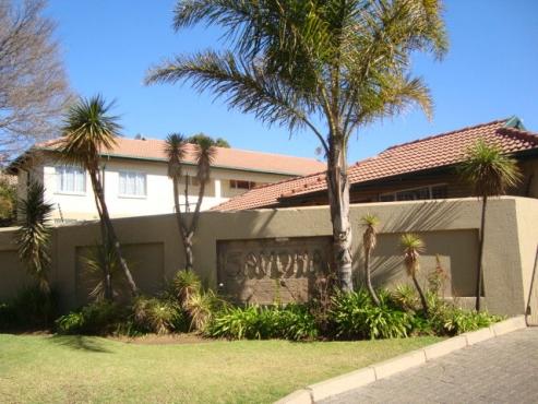 Edenglen Savonna 1bedroomed 1st floor unit R4000 bath, kitchen, lounge, 2 pools, covered carport