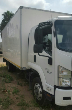 2010 Isuzu FSR800 closed body truck