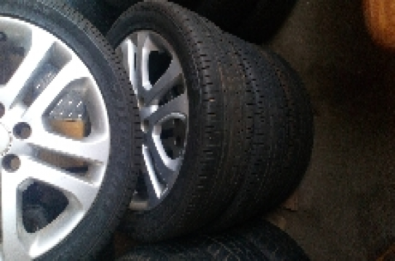 Ford Focus Mags set with 225/45 R17 inch tyres