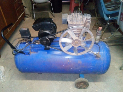 r 2 800 for sale 100lt air compressor