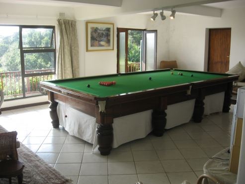 4 BEDROOM HOUSE AND FLAT - 1 KM PADDLE TO THE BEACH FISH EAGLES ON THE RIVER BANKS, LOERIES IN THE GARDEN, RIVER AND SEA VIEWS