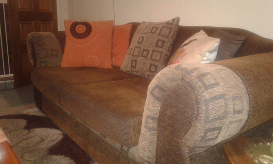 Beautiful lounge suite, like new with exclusive matching carpet