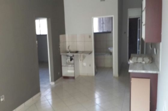 TO LET or FOR SALE - SPACIOUS FLAT in Vereeniging