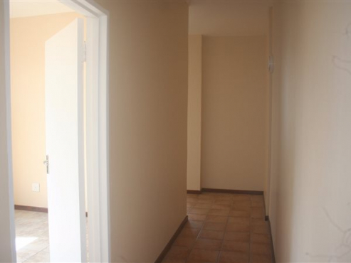 Sandringham open plan bachelor flat in secure building near Balfour Park Rental R3520