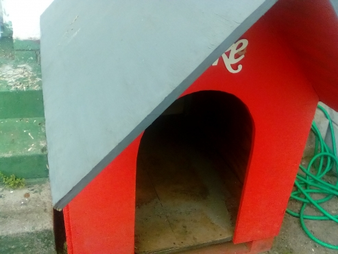 HUGE DOG KENNEL IN immaculate condition