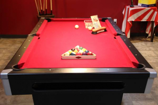 Pool table. Brunswick contender 7 feet (2.1 meter)