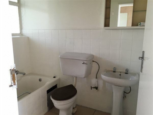 Chrisville 1bed, bath, kitchen, lounge, Rental R3700 pre-paid electricity
