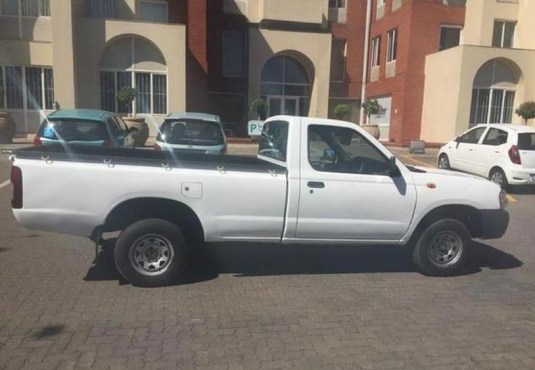 2012 Nissan NP300 Hardbody 2.0 for sale