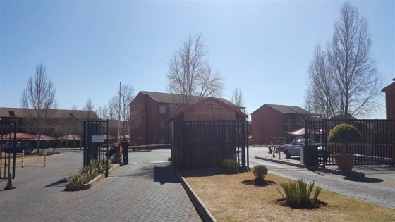 Bachelor Apartment for sale in Midrand: R 395 000