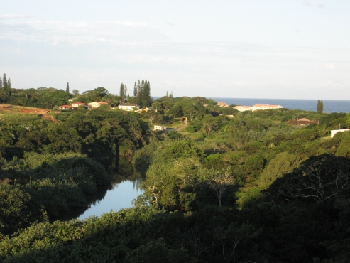 PARADISE AT A SMALL PRICE - RIVER AND SEA VIEWS 4 BEDROOM HOUSE PLUS FLAT UMTENTWENI R1,750,000 NEG