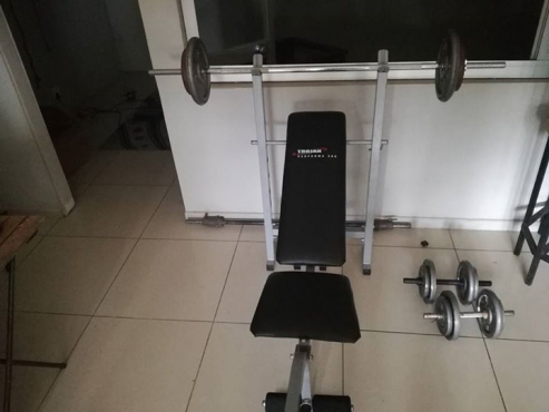 Bench with dumbels al and all 70kg +bar