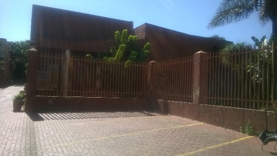 Highlands North 2bedroomed townhouse to let for R5873, bathroom, kitchen, lounge, carport, pool