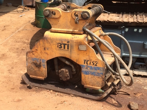 Excavator mounted compactor
