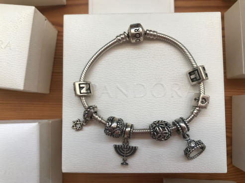 Pandora bracelet with 8 pendants