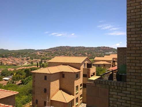 Mulbarton 1bedroomed townhouse to let for Rental R4500 lovely view, bathroom, kitchen, lounge