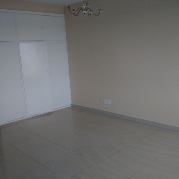 Spacious - 2 Bedroom flat to let in Killarney