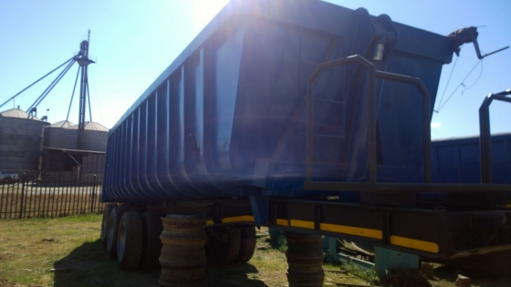 Not to be missed! 2008 Henred Fruehauf Tri Axle Sloper