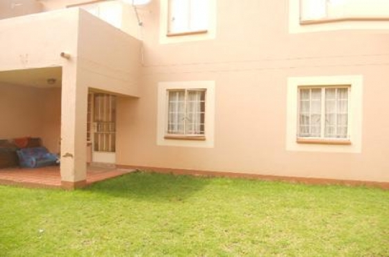 Kew 2bedrooms, bath, kitchen, lounge, Rental R5145 secure complex