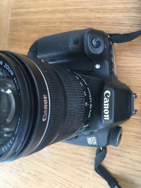 Canon EOS 70D 20 2MP Digital SLR Camera - Black (Kit w/ EF-S 18-135mm IS  STM Len