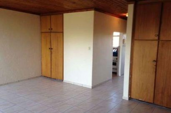 Lyndhurst open plan bachelor townhouse to let for R3900 excl Call 011 047-3386 or whats app 064-3929