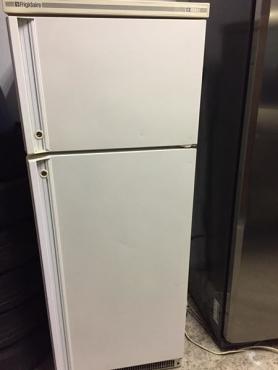 Fridge Freezer - Kelvinator / Frigiaire 260 litres