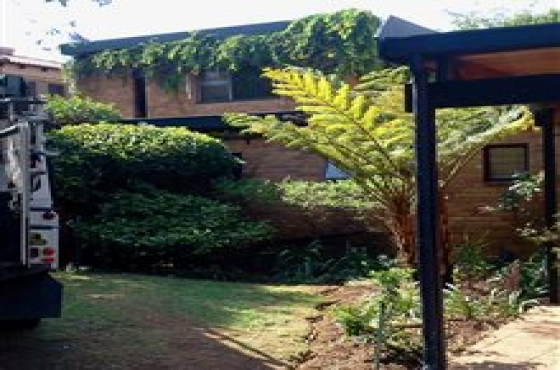Garden Flat Menlyn Pretoria - Beautiful Furnished SINGLE PERSON R5,500 pm